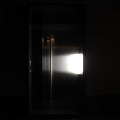 bac-tuer-aussen-zu-nacht